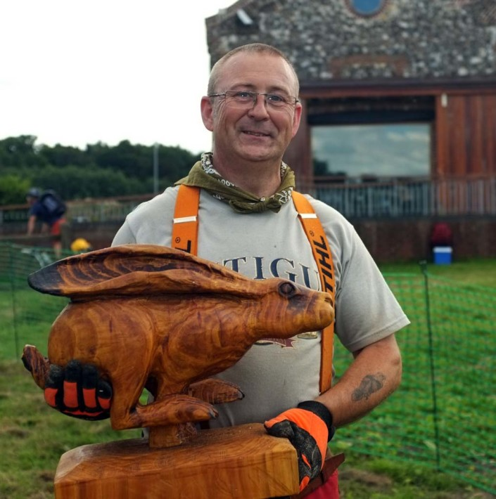 Chainsaw Carving Galleries | Shaun Gilbert chainsaw artist with a sculpted running hare